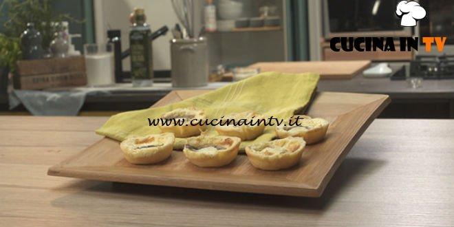 Mini quiche formaggio e acciughe ricetta Benedetta Parodi da Pronto e postato