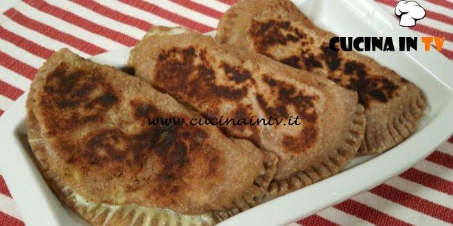 Cotto e Mangiato | Panzerotti di zucchine e stracchino ricetta Tessa Gelisio