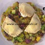 La Prova del Cuoco - Tortelli con squacquerone e mele alla curcuma con caponata ricetta Cesare Marretti