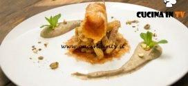 Masterchef Italia 6 - ricetta Pollo ripassato su crema di melanzana pistacchi e cannella con cialda di Fiore sardo stagionato di Daniele Cui