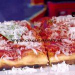 La Prova del Cuoco - Calzone imbottito con prosciutto arrosto funghi e provola affumicata ricetta Gino Sorbillo
