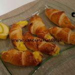 Cotto e mangiato - Cornetti di pasta sfoglia con crema e mele ricetta Tessa Gelisio