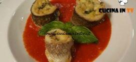 Cotto e mangiato - Girelle di branzino con provolone e zucchine su salsa di pomodoro ricetta Tessa Gelisio