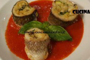 Cotto e Mangiato | Girelle di branzino con provolone e zucchine su salsa di pomodoro ricetta Tessa Gelisio