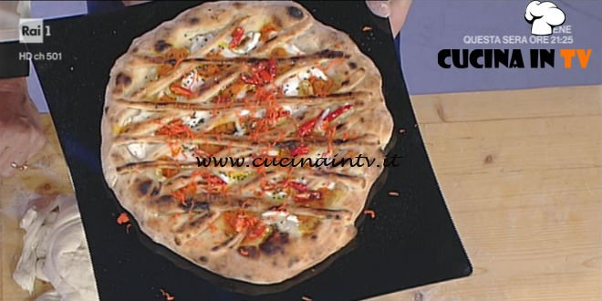 Prova del Cuoco | Pizza crostata con crema di zucca e peperoncini in olio ricetta Sorbillo
