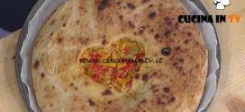 La Prova del Cuoco - Pizza ripiena con cuore di papaccelle e cipolla di Tropea ricetta Gino Sorbillo