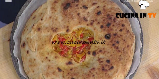 Prova del Cuoco | Pizza ripiena con cuore di papaccelle e cipolla di Tropea ricetta Sorbillo