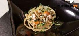 Cotto e mangiato - Bucatini cacio pepe lime e capesante ricetta Tessa Gelisio
