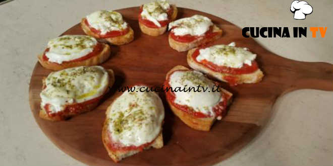 Cotto e Mangiato | Bruschetta alla pizzaiola di bufala ricetta Tessa Gelisio