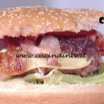 La Prova del Cuoco - Hamburger con bacon scamorza e cipolla ricetta Mauro Improta