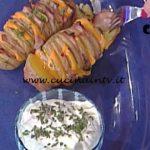 La Prova del Cuoco - Patate Hasselback con prosciutto di Praga cheddar e panna acida ricetta Ambra Romani