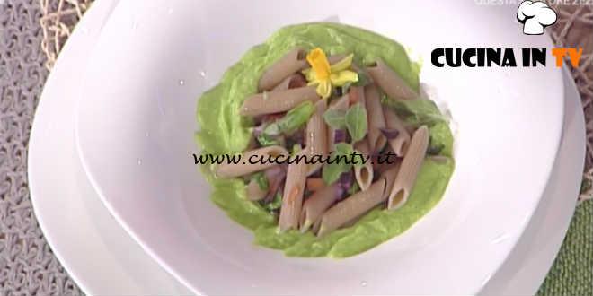 La Prova del Cuoco - Penne integrali alla crema di piselli con dadolata di verdure croccanti al peperoncino ricetta Roberto Valbuzzi
