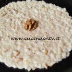 Risotto crema di pecorino e noci ricetta Tessa Gelisio da Cotto e Mangiato