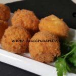 Cotto e mangiato - Uova croccanti ripiene di ricotta ricetta Tessa Gelisio