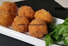 Cotto e Mangiato | Uova croccanti ripiene di ricotta ricetta Tessa Gelisio