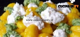 Cotto e mangiato - Gnocchi zafferano pesto e stracciatella ricetta Tessa Gelisio