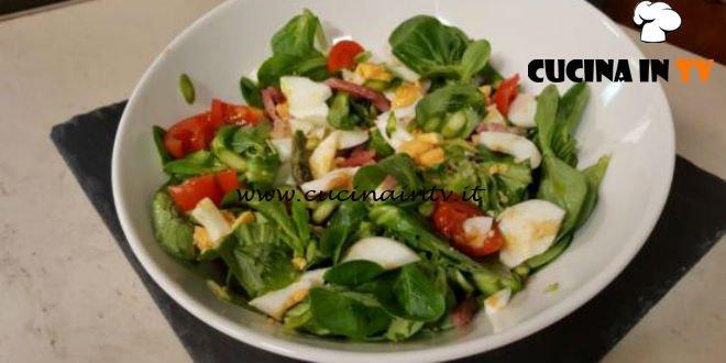Cotto e Mangiato | Insalata di soncino con asparagi e speck ricetta Tessa Gelisio