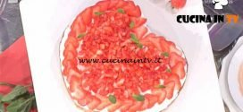 La Prova del Cuoco - Poke cake alle fragole ricetta Natalia Cattelani
