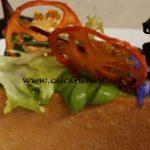 Cotto e mangiato - Tartare di tonno con biscotto salato ricetta Tessa Gelisio