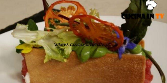 Cotto e Mangiato | Tartare di tonno con biscotto salato ricetta Tessa Gelisio