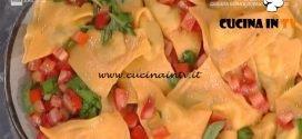 La Prova del Cuoco - Triangoli rossi con melanzane e bufala ricetta Alessandra Spisni