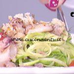 La Prova del Cuoco - Insalata di calamaretti e zucchine su carpaccio di tonno ricetta Roberto Valbuzzi