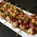Cotto e mangiato - Spiedini di pollo con peperone e lime ricetta Tessa Gelisio