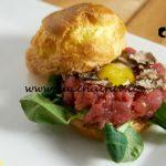 Masterchef Italia 7 - ricetta Bigné con tartare di fassona uova di quaglia e crema di caprino di Denise Delli