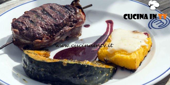 Masterchef Italia 7 - ricetta Medaglioni di cervo al barbecue con salsa ai frutti di bosco zucca alla brace e polenta taragna arrostita di Davide Aviano