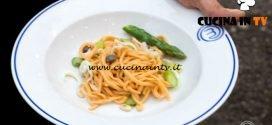 Masterchef Italia 7 - ricetta Spaghetti alla chitarra al pomodoro e peperoncino con salsa di seppie asparagi e pinoli di Kateryna Gryniukh