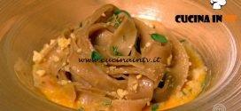 Masterchef Italia 7 - ricetta Tagliatelle di bietola rossa con acciughe friselle e crema di pomodorino giallo di Denise Delli