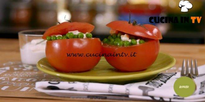 La mia cucina delle emozioni | Pomodori ripieni di pisellini e crema di yogurt ricetta Marco Bianchi