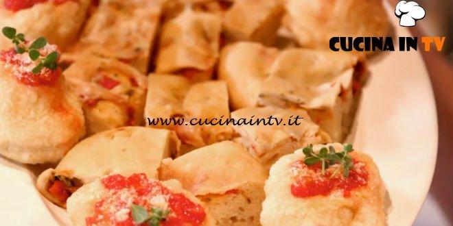 Ricette all'italiana | Torta rustica di Liliana e pizzelle fritte ricetta Anna Moroni