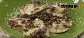 Ricette all'italiana - ricetta Ravioli ai funghi con salsa tartufata di Anna Moroni