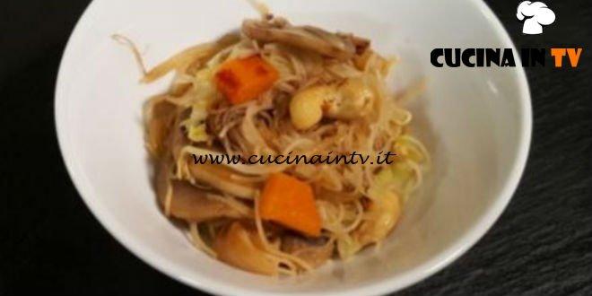 Cotto e Mangiato | Spaghetti di riso alle verdure ricetta Tessa Gelisio