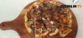 Cotto e mangiato - Torta salata radicchio pere e taleggio ricetta Tessa Gelisio