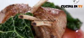 Uno chef in fattoria | Carrè d'agnello con rosso di valtellina ricetta Roberto Valbuzzi