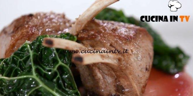 Uno chef in fattoria - ricetta Carrè d'agnello con rosso di valtellina di Roberto Valbuzzi