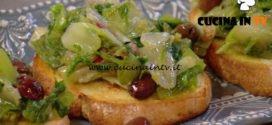 Natale in cucina con Food Network - ricetta Crostone con scarola ripassata e uvetta di Chiara Maci