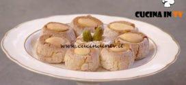 Natale in cucina con Food Network - ricetta Dolcetti alle mandorle di Chiara Maci