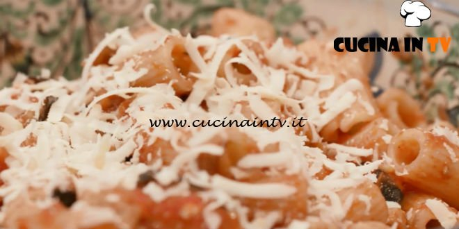 L'Italia a morsi - ricetta Pasta alla norma di Chiara Maci