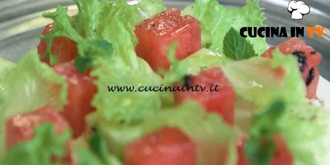 Uno chef in fattoria - ricetta Anguria e cetrioli marinati su crema di gorgonzola e yogurt di Roberto Valbuzzi