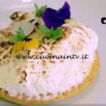 Uno chef in fattoria - ricetta Tartelletta alla farina di riso con lemon curd alla camomilla e meringa di Roberto Valbuzzi