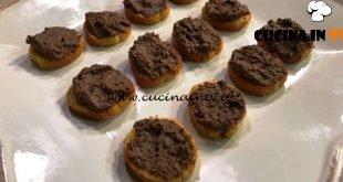 Cotto e mangiato - Crostini di fegato con burro e latte ricetta Tessa Gelisio