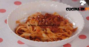 Ricette all'italiana - ricetta Fettuccine con ragù di salsicce e funghi di Anna Moroni