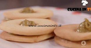 Ricette all'italiana - ricetta Occhietti di bue al pistacchio di Anna Moroni