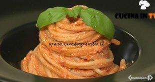 Cotto e mangiato - Spaghetti con pesto di pomodorini gamberi e ricotta salata ricetta Tessa Gelisio