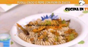 Ricette all'italiana - ricetta Fusilli cacio e pepe con fiori di zucca di Anna Moroni