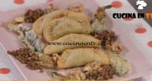 Ricette all'italiana - ricetta Panzerotti ripieni di lenticchie di Anna Moroni