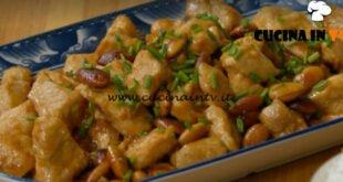 Fatto in casa per voi - ricetta Pollo alle mandorle di Benedetta Rossi